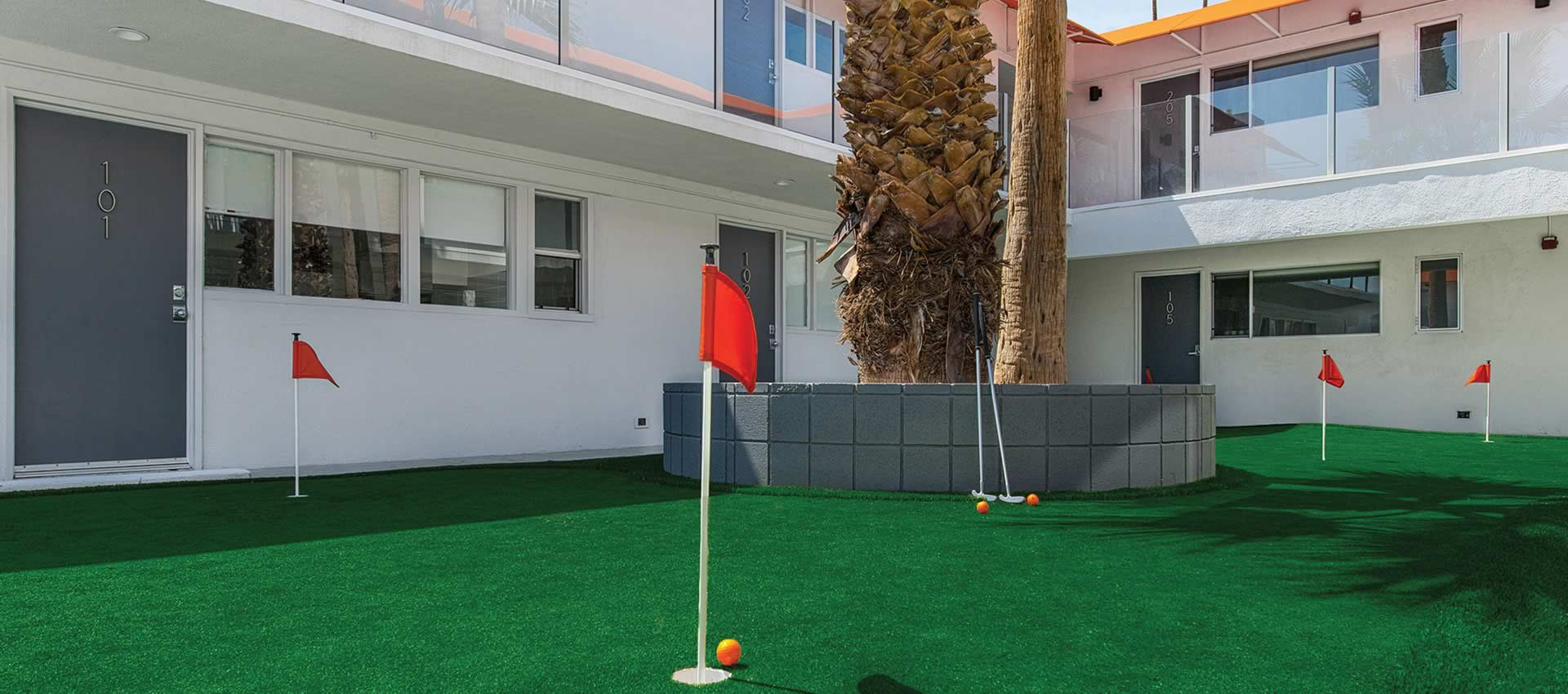 the putting green among the rooms of the Twist Hotel