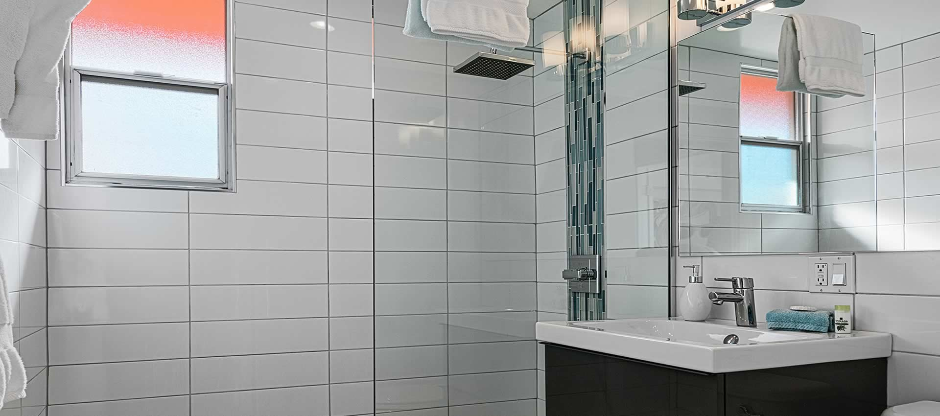 twist-hotel-room-220-bath