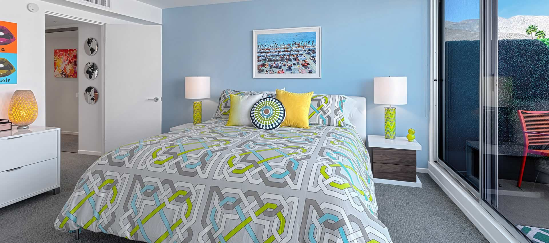twist-hotel-room216-bedroom-02