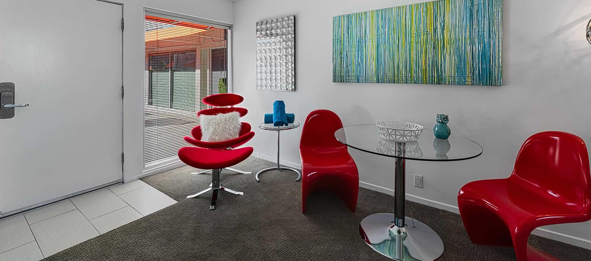 twist-hotel-room218-diningroom