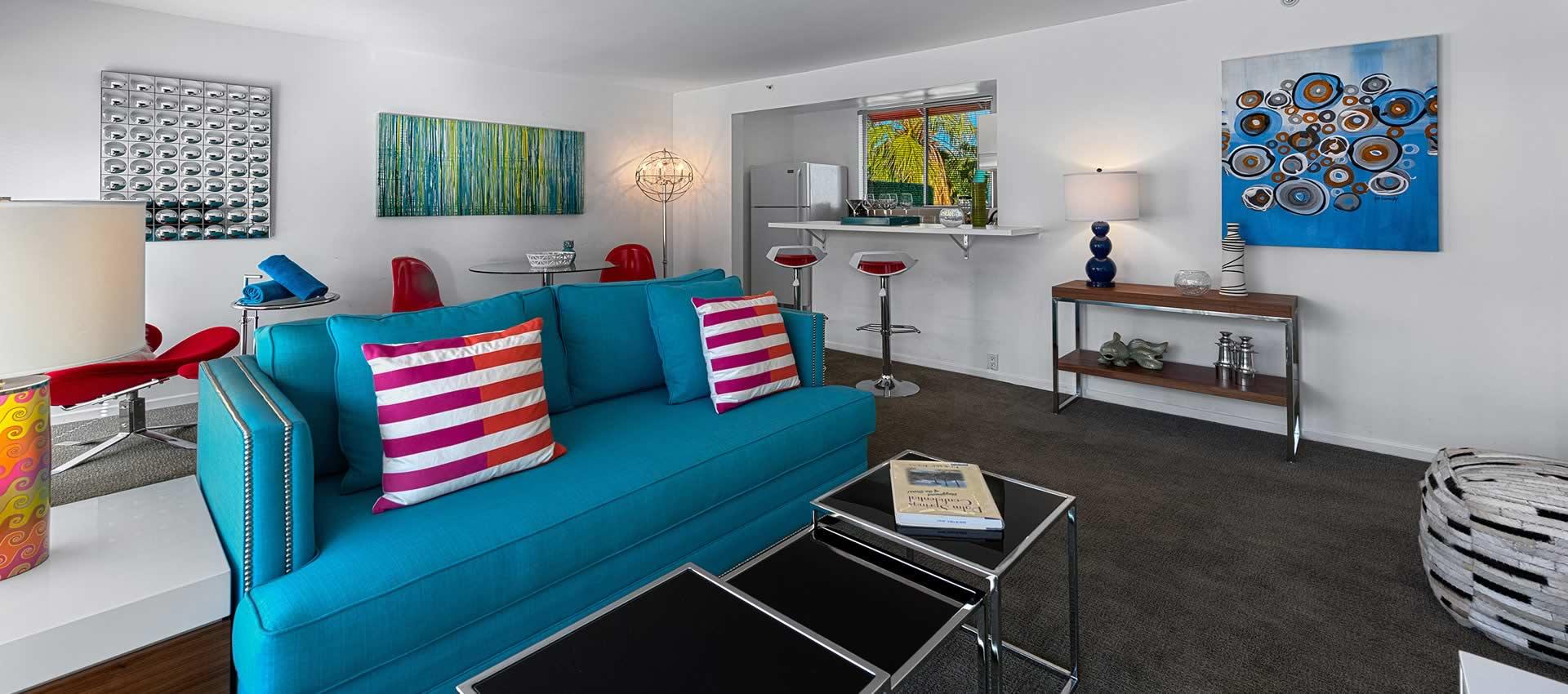 twist-hotel-room218-frontroom-02