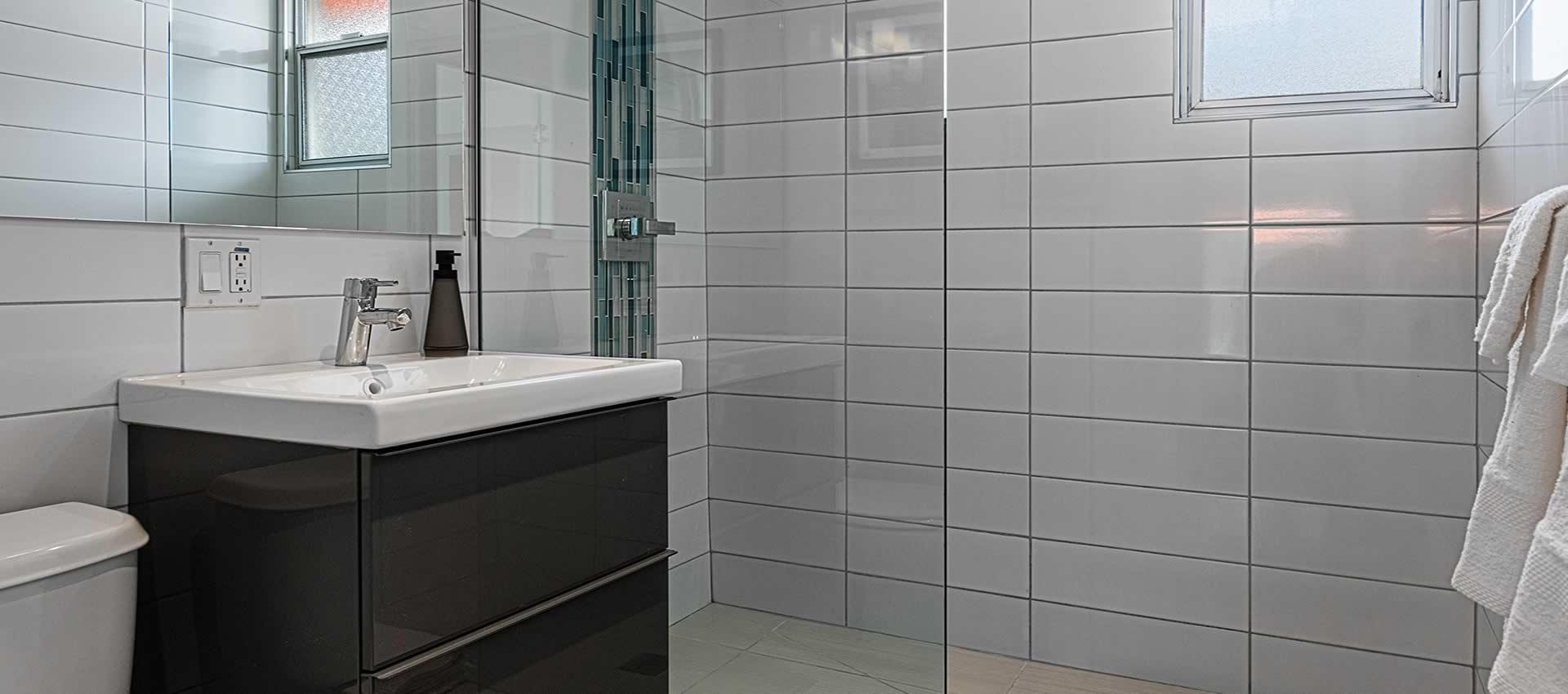 twist-hotel-room221-bath