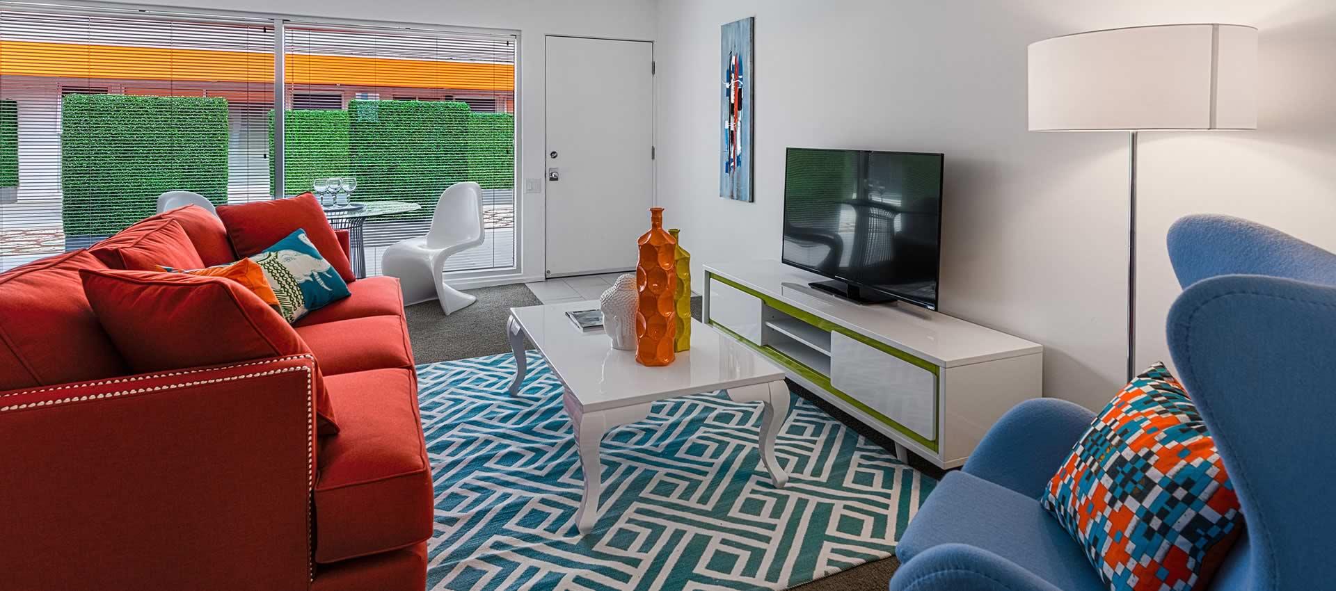 twist-hotel-room221-livingroom-01